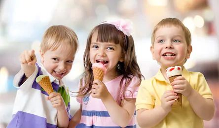 children with ice creams